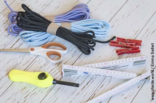 Diese Materialen braucht man um ein Knotenhalfter für ein Pferd zu knüpfen